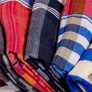 Foulard artisanal à carreaux en coton du Laos